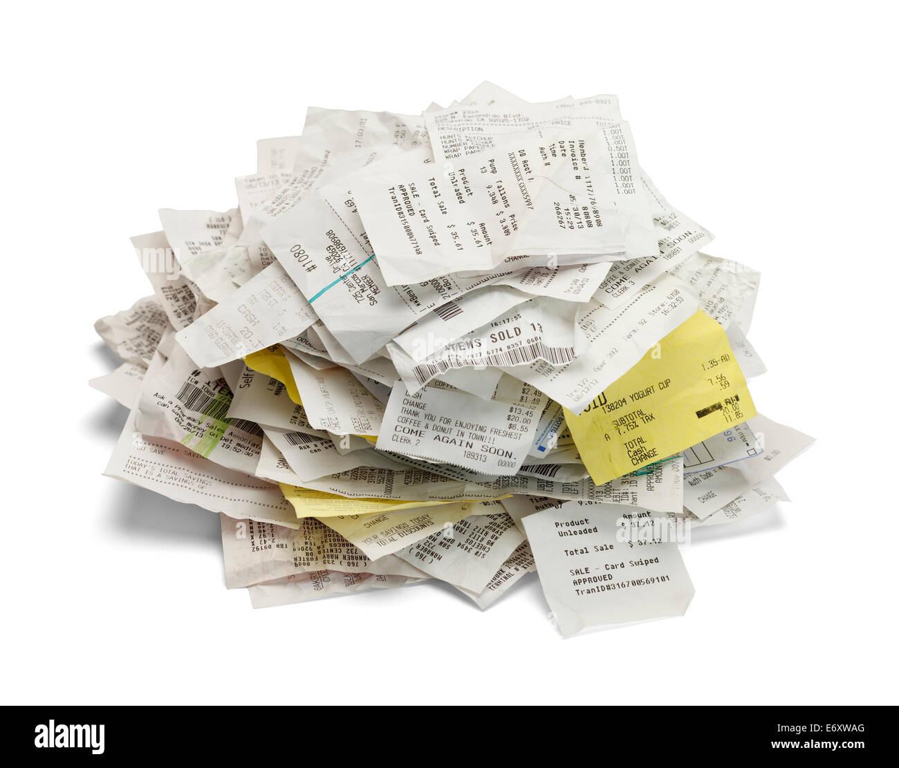 Tas du papier reçus des ventes dans un monticule isolé sur fond blanc. Photo Stock
