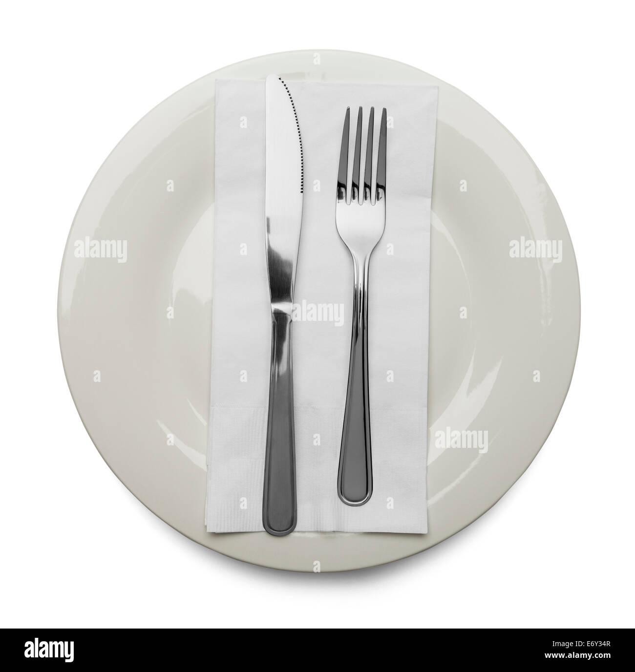 Plaque avec serviette, fourchette et couteau isolé sur fond blanc. Photo Stock