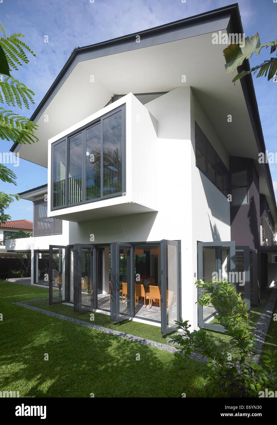 La façade blanche et la fenêtre de maison moderne, Swiss Club Road ...