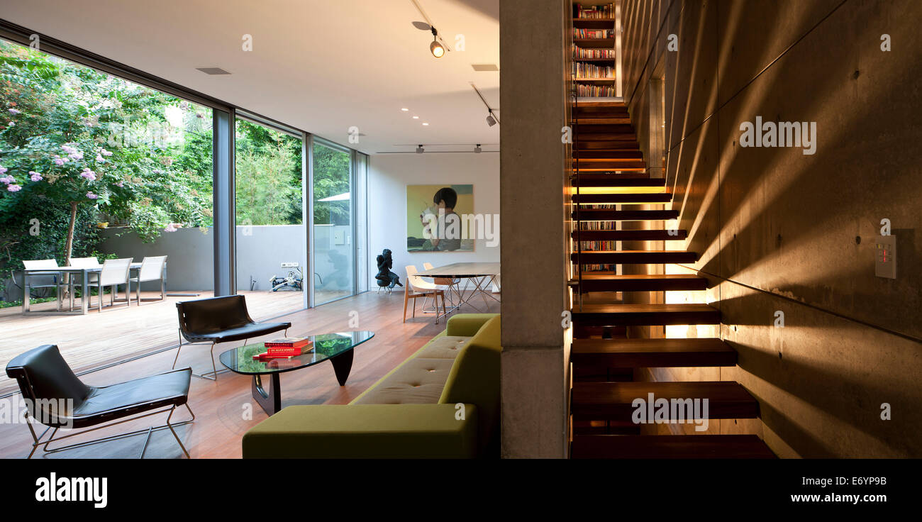 Plan ouvert salon et escalier dans S Maison, Israël, Moyen ...
