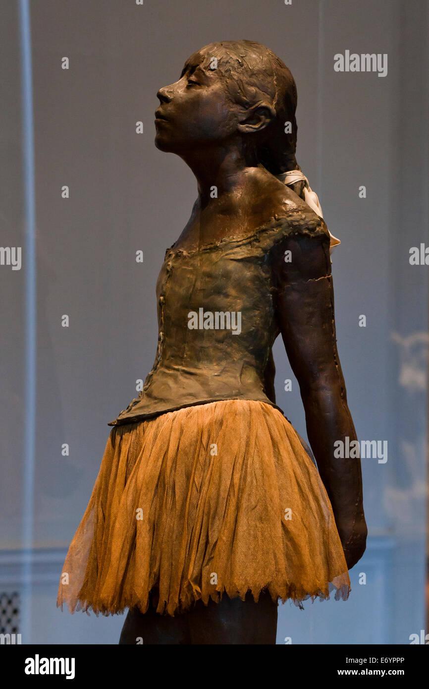 """'Petite danseuse de quatorze ans"""" statuette plâtre - 1922 Edgar Degas Photo Stock"""
