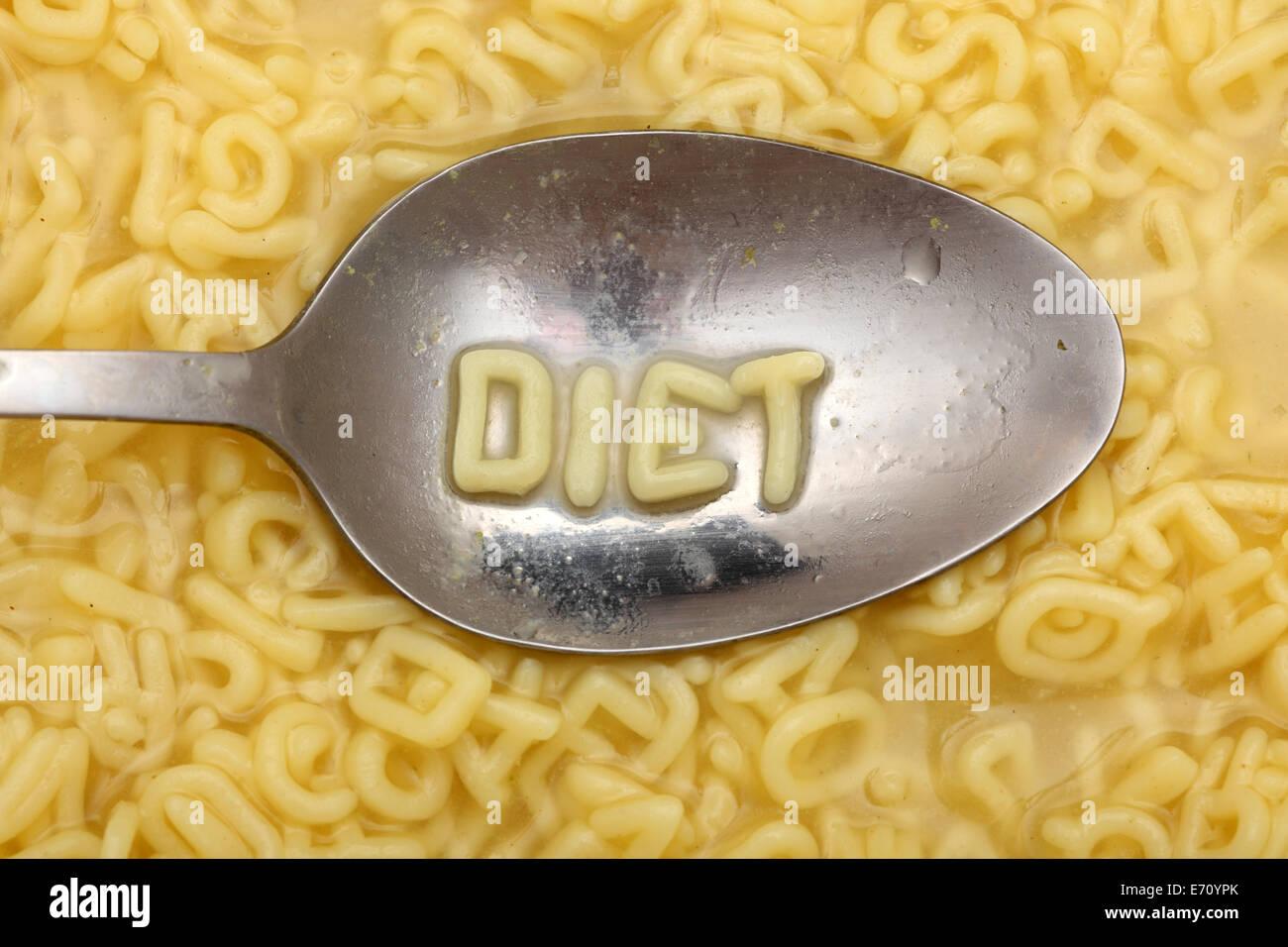 Lettres Alphabet cuillère à préciser 'régime'. Soupe à l'alphabet des pâtes. Photo Stock