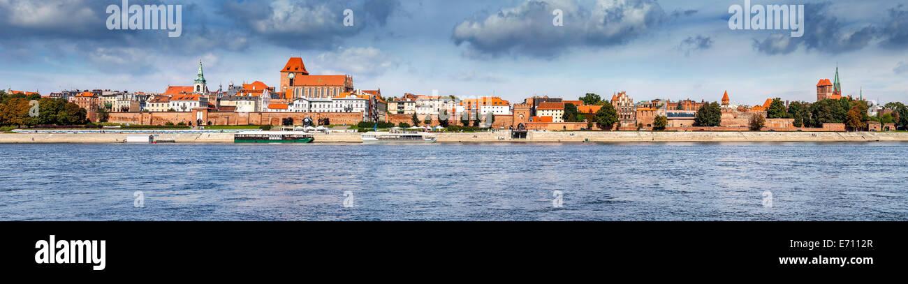 Vue panoramique de la vieille ville de Torun, Pologne banque sur Vistule. Photo Stock