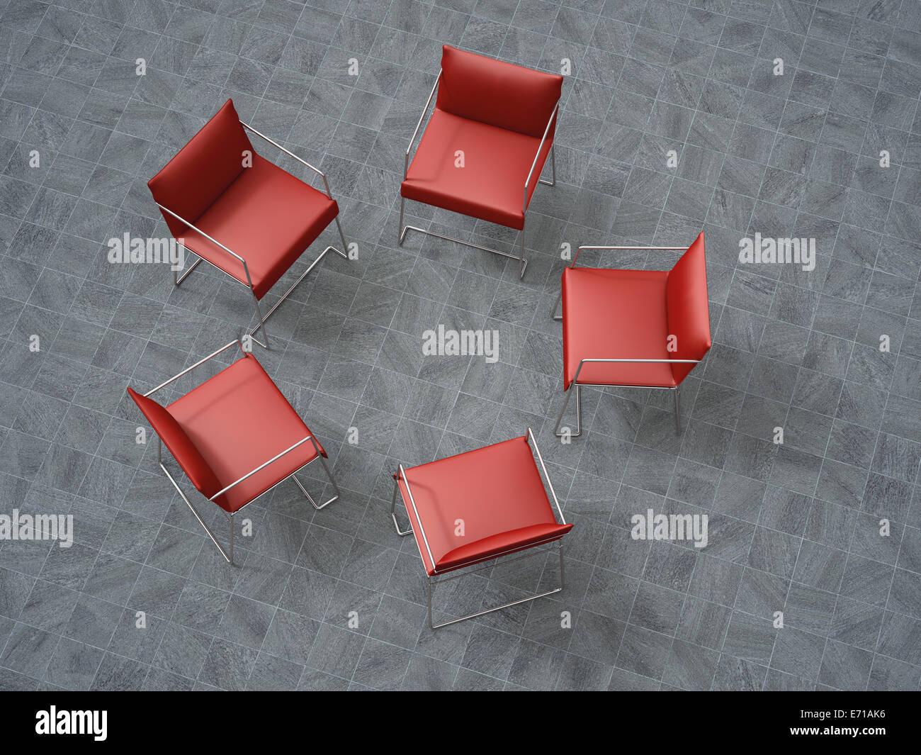 Rendu 3D, cinq chaises rouges dans un cercle Photo Stock