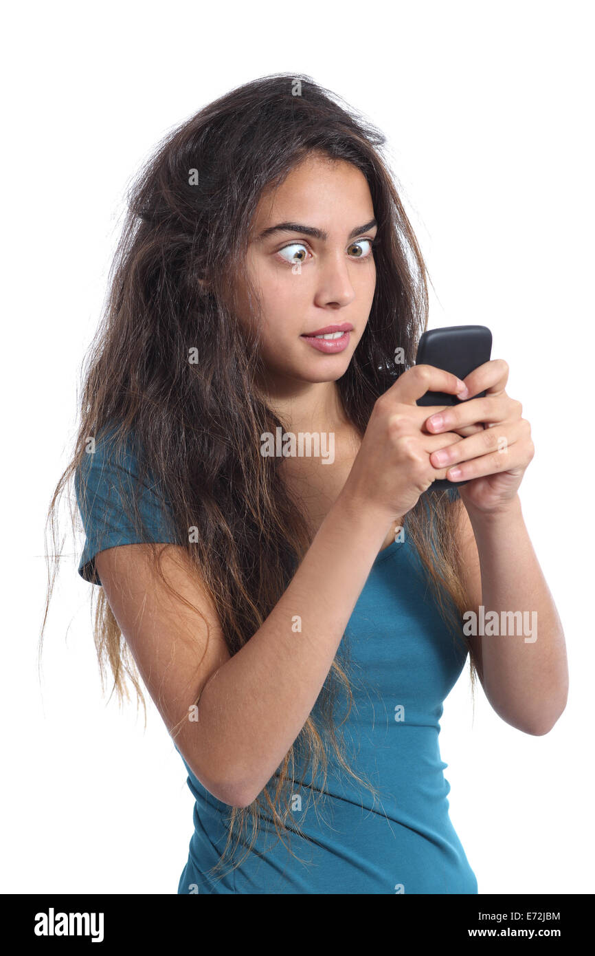 Obsédé crazy adolescentes avec la technologie de téléphonie mobile isolé sur fond blanc Photo Stock