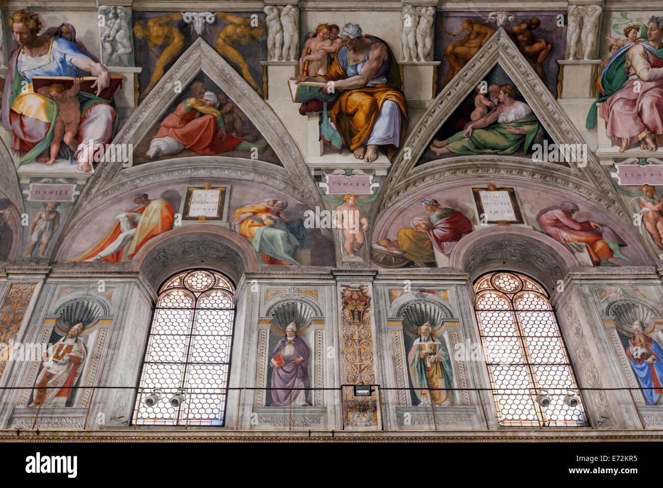 Le Plafond De La Chapelle Sixtine Peinte Par Michel Ange Et Le Mur