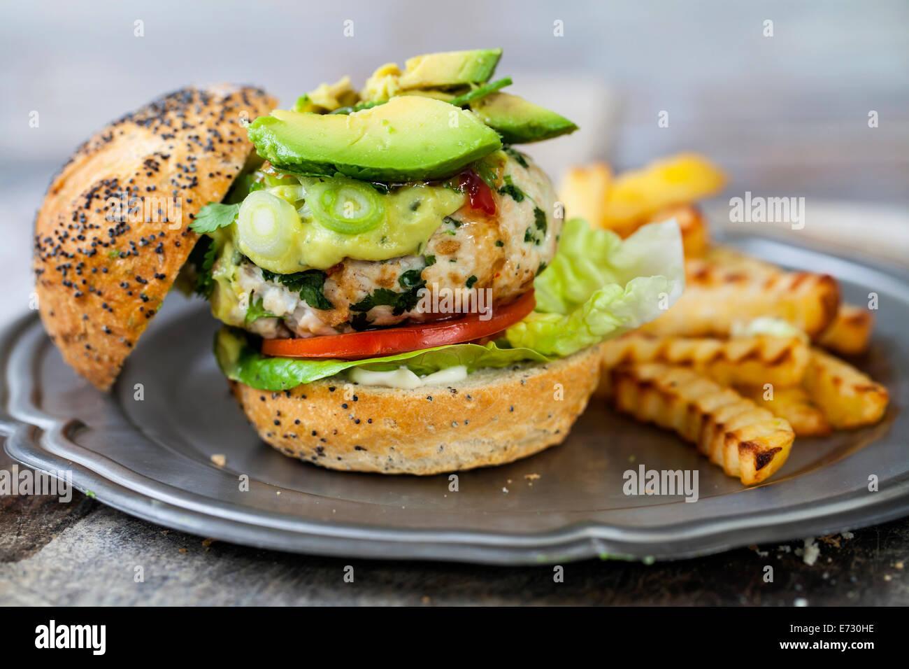 Hamburger de dinde à l'avocat Photo Stock