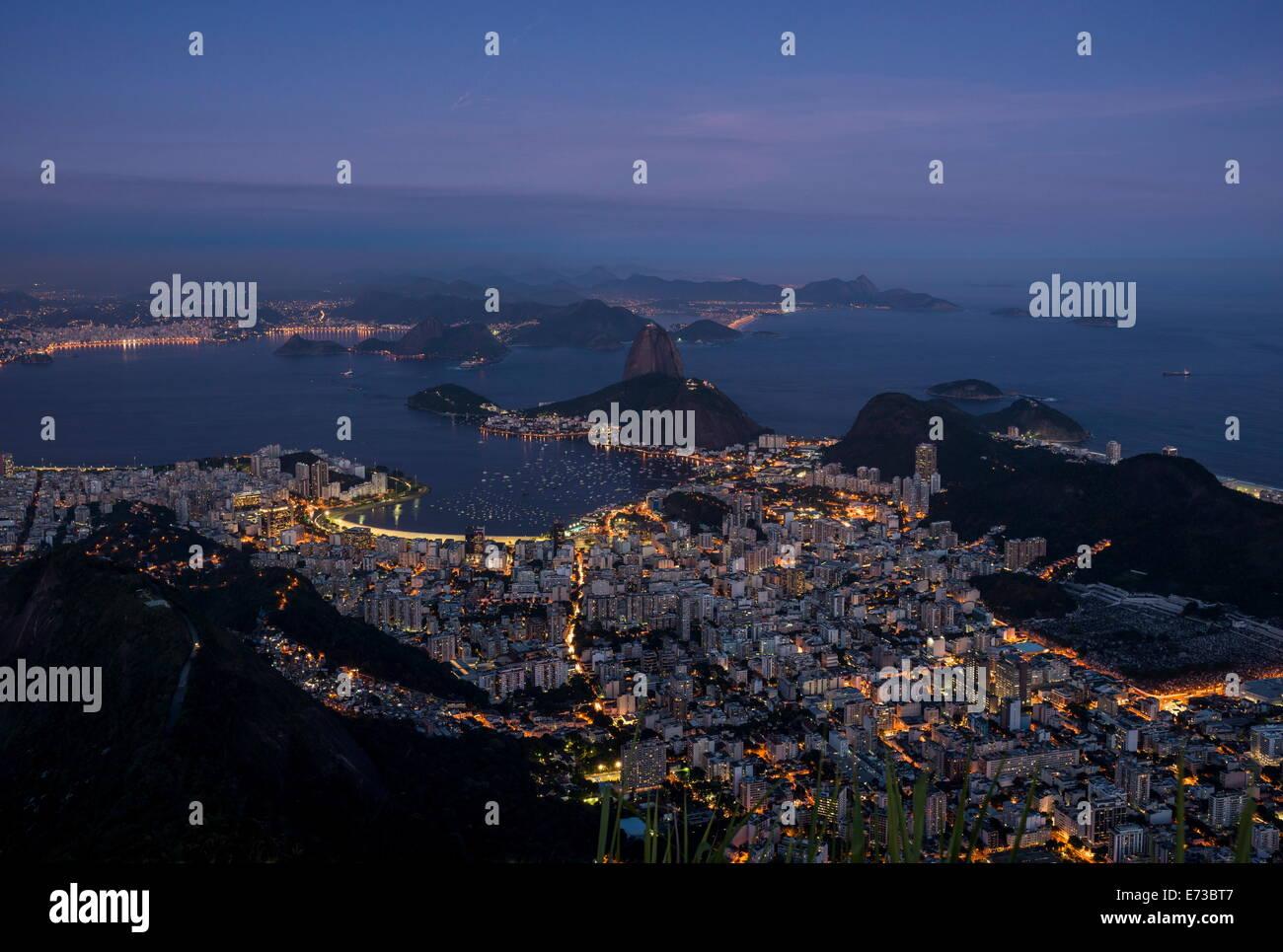 Vue du Cristo Redentor sur Rio de Janeiro, Corcovado la nuit, Rio de Janeiro, Brésil, Amérique du Sud Photo Stock
