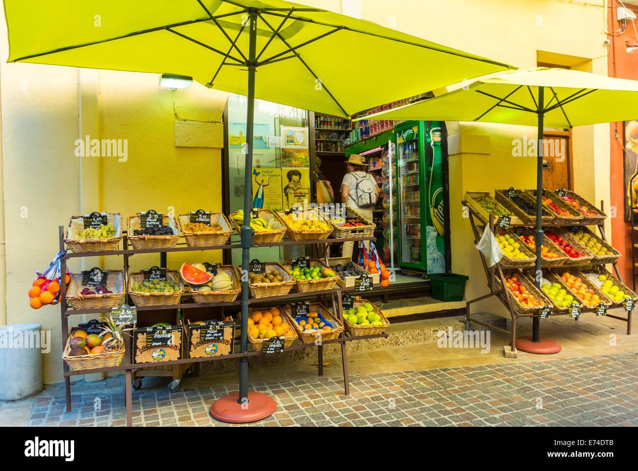 Collioure, France, en français la nourriture fraîche, magasin d'affichage sur rue dans village de Photo Stock