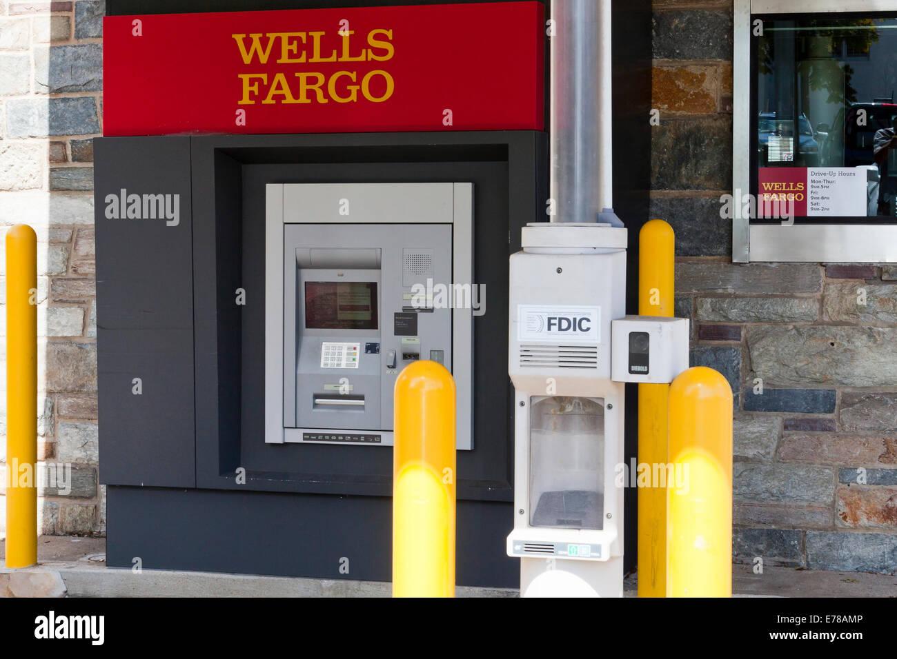 La Wells Fargo dur jusqu'ATM - Washington, DC USA Banque D'Images