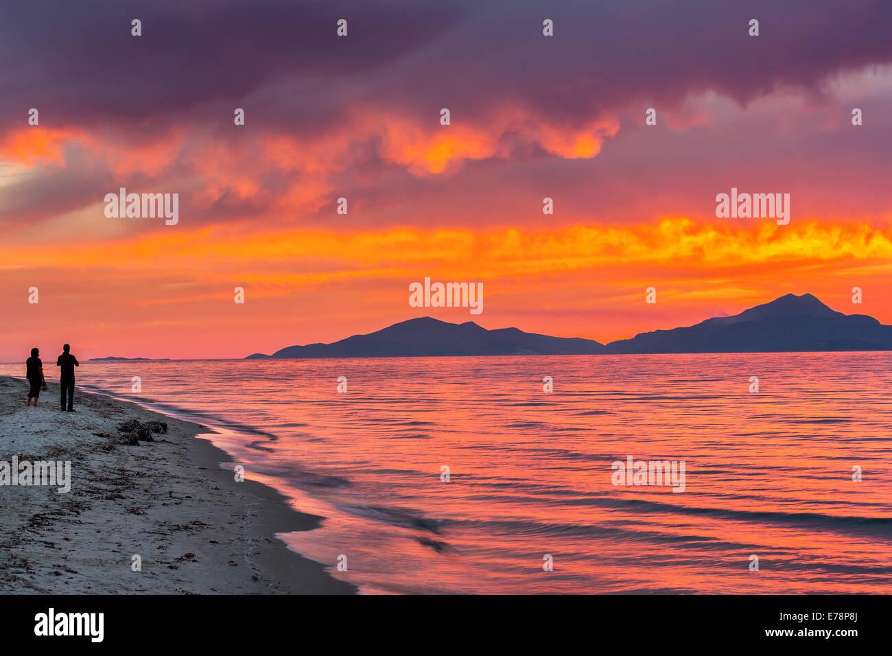 Coucher de soleil sur la mer en Grèce Photo Stock