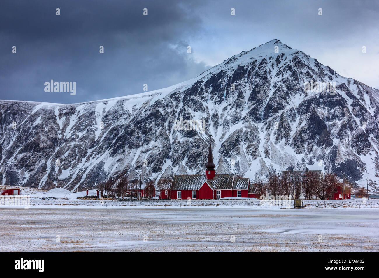Petit village norvégien en hiver Banque D'Images