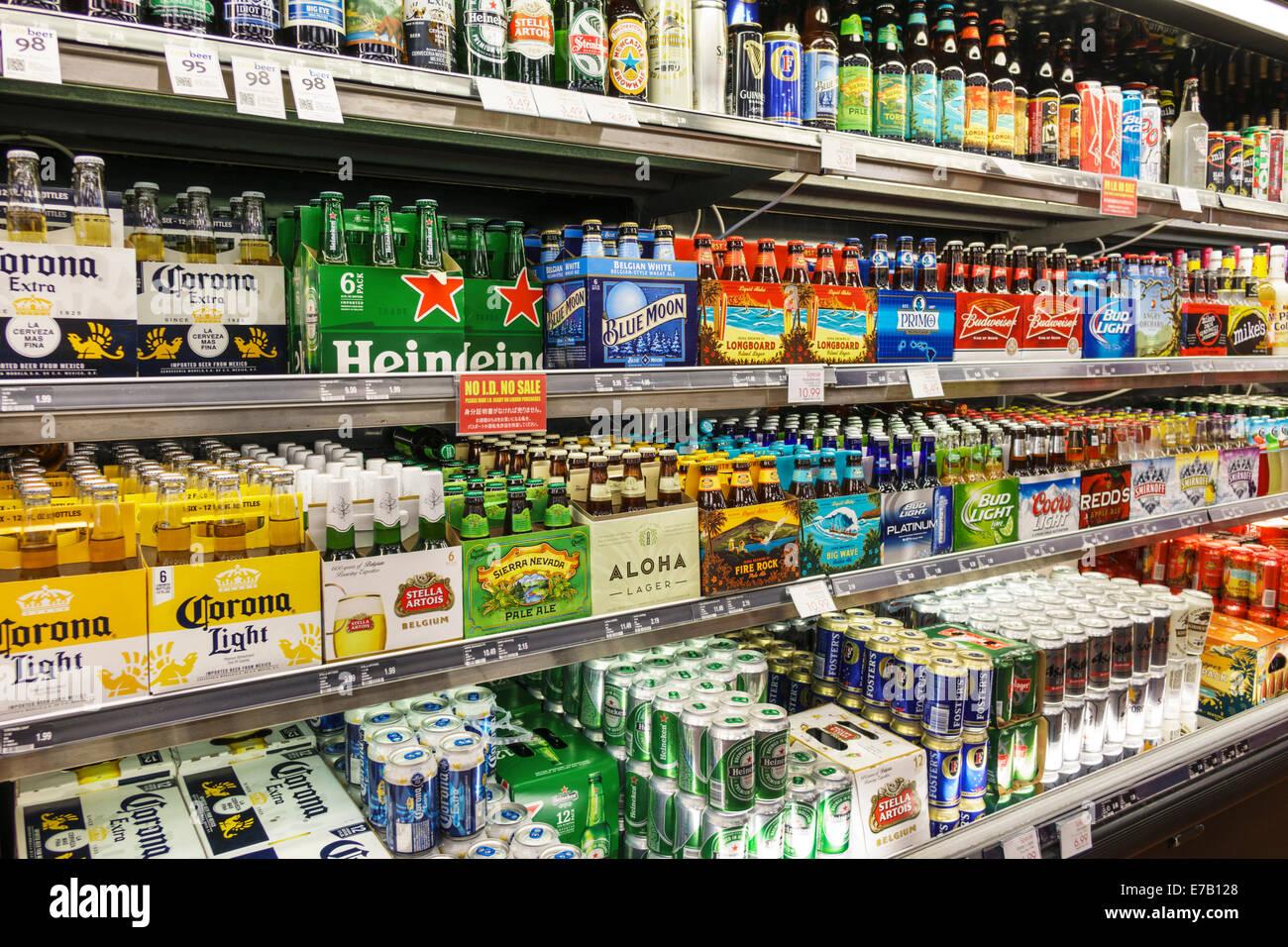 https://c8.alamy.com/compfr/e7b128/hawaii-honolulu-hawai-waikiki-beach-magasins-abc-a-linterieur-de-laffichage-interieur-vente-de-bouteilles-de-boissons-alcoolisees-biere-6-packs-heineken-light-corona-e7b128.jpg