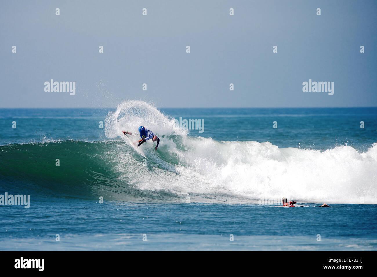 San Clemente, Californie, USA. 11 Septembre, 2014. Chemises hawaïennes pro surfer Freddy Patacchia Jr. powered Photo Stock