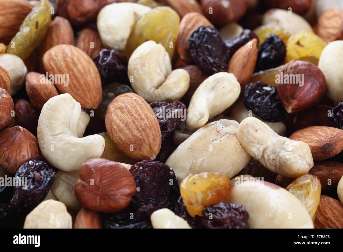 Variété de noix et raisins. Close-up. Banque D'Images