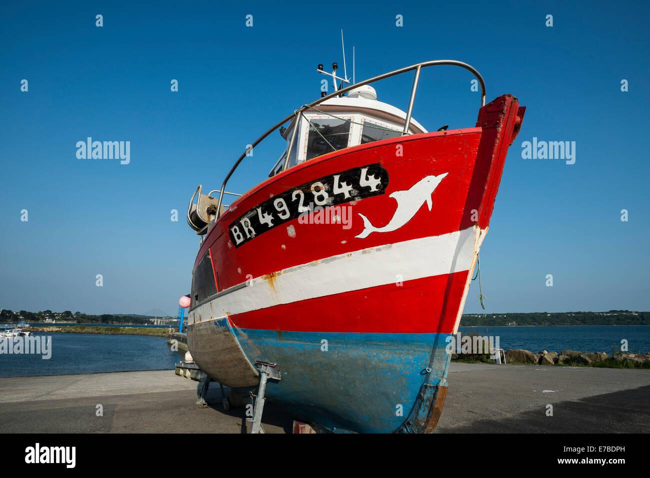 Bateau de pêche à la jetée, Brest, Bretagne, France Photo Stock