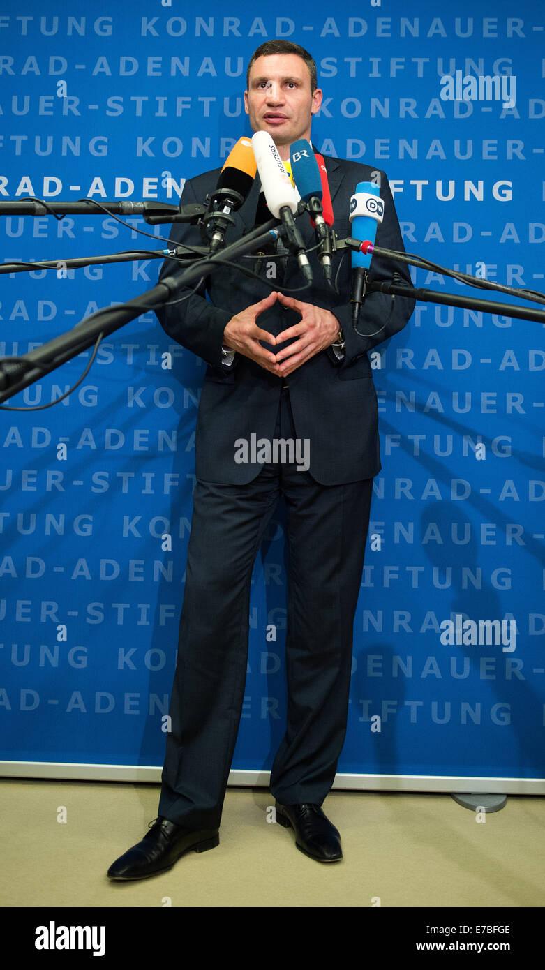 Berlin, Allemagne. Sep 12, 2014. Nouveau maire de Kiev, Vitali Klitschko, fournit une déclaration à Konrad Adenauer Banque D'Images