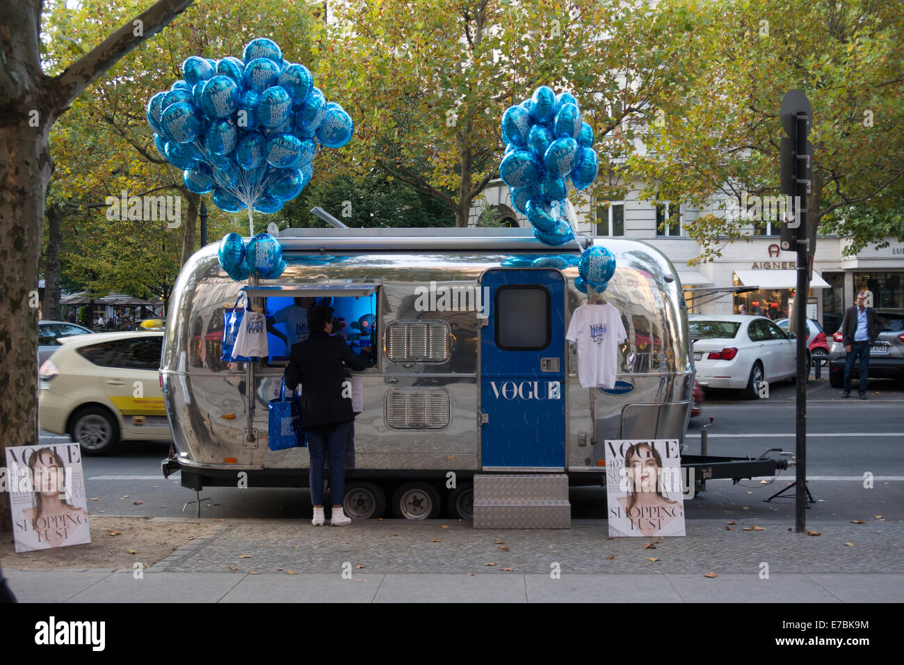 Vogue allemand a porté cette caravane Airstream le long de la Berlin Fashion night out tenue le 4 septembre Photo Stock
