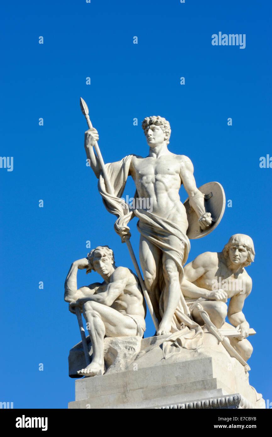 Une statue en marbre ornant le monument sur la colline du Capitole à Rome, Italie Photo Stock