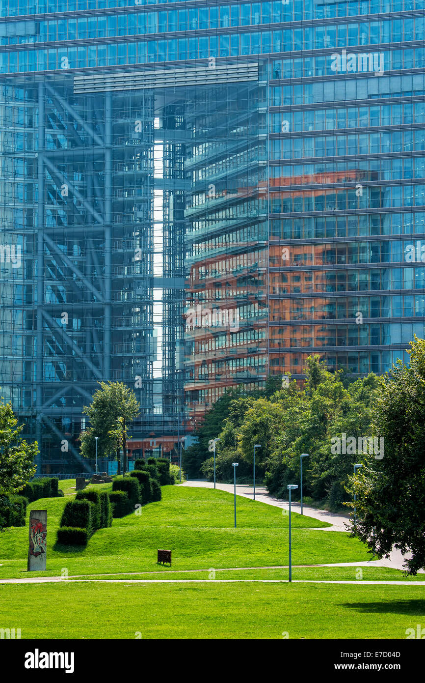 Immeuble de bureaux Stadttor, port des Médias, Düsseldorf, Rhénanie du Nord-Westphalie, Allemagne Banque D'Images