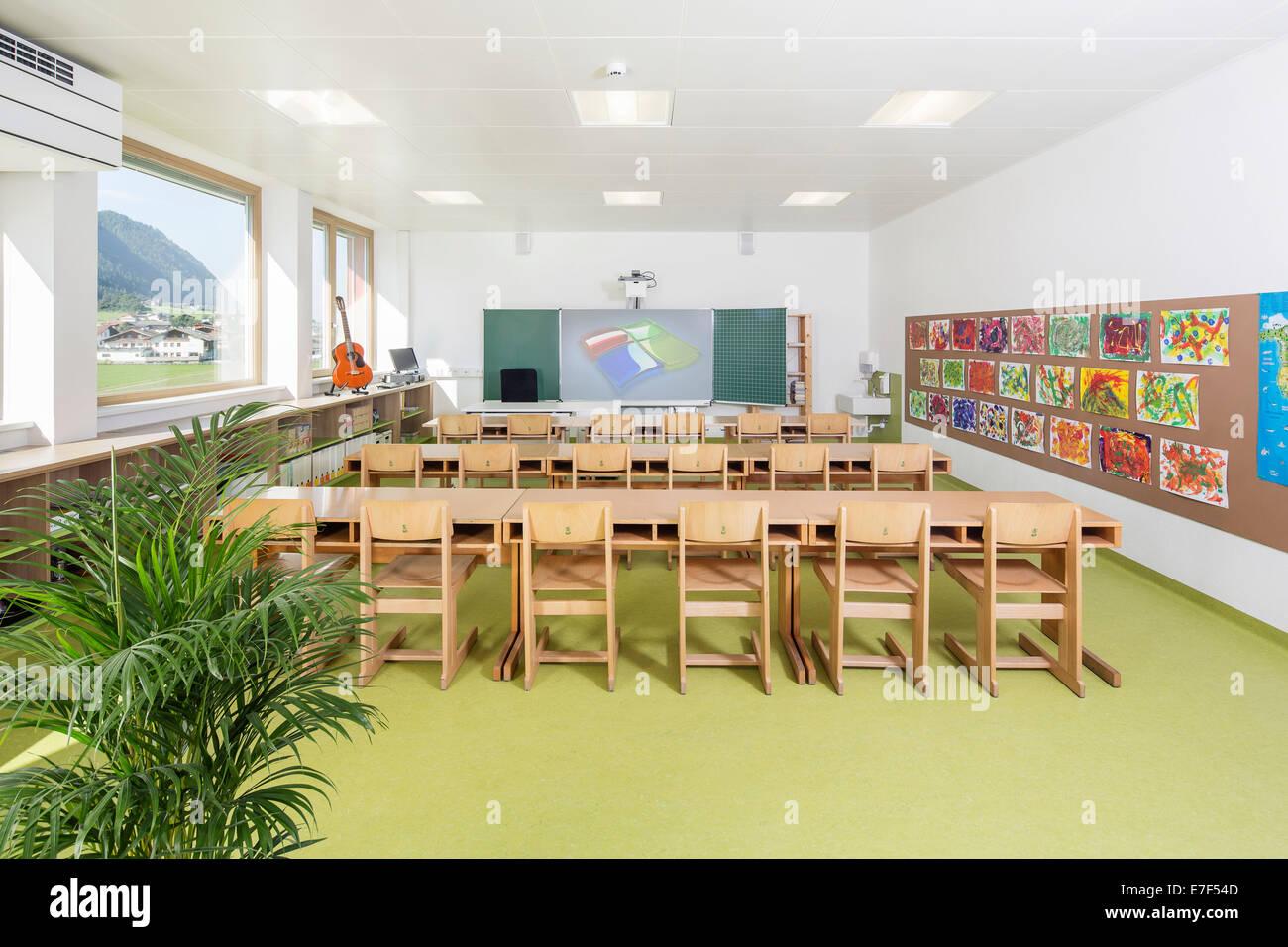 Salle de classe en école primaire, Alpbach, Tyrol, Autriche Photo Stock
