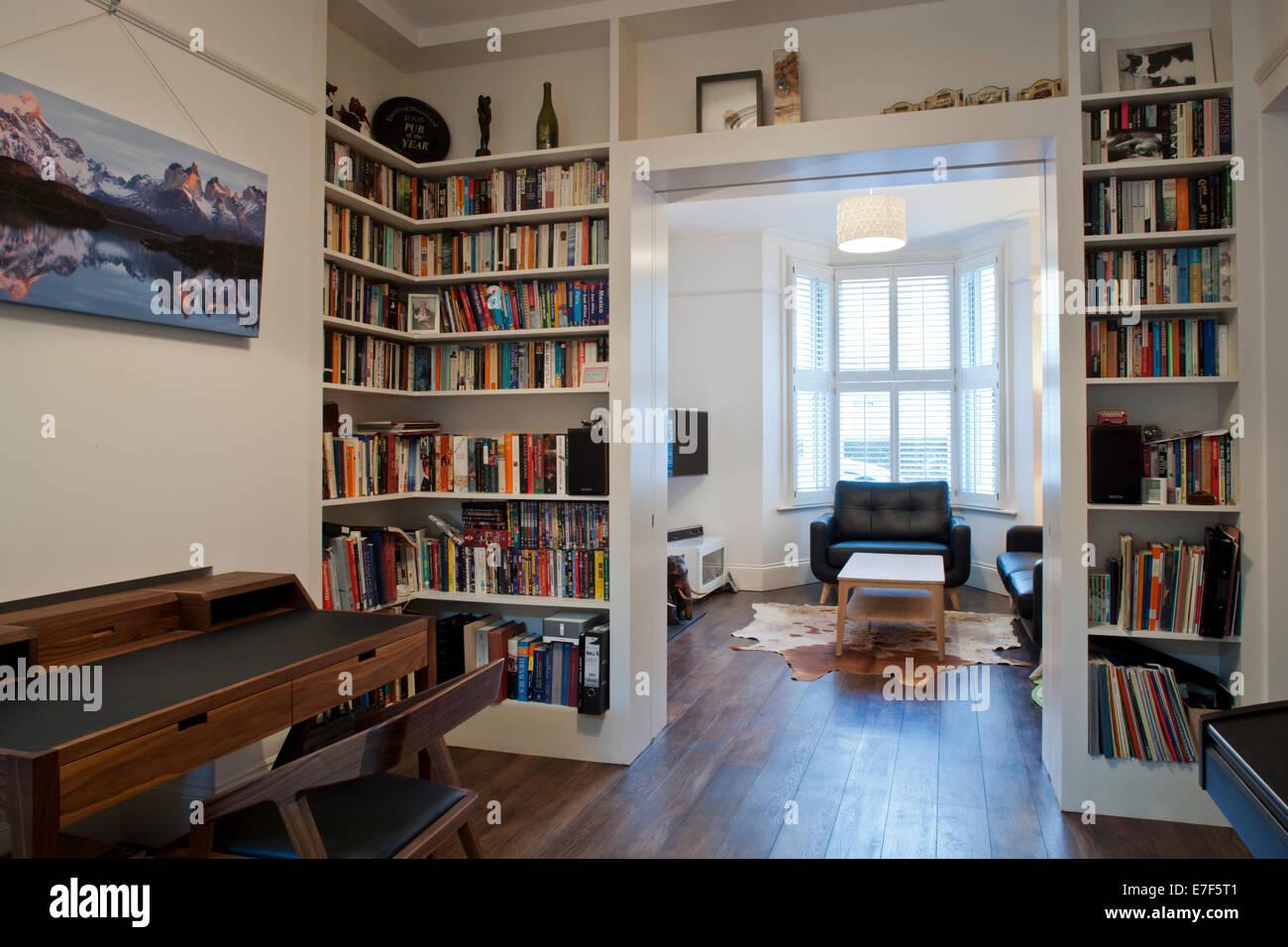 London Accueil modernisé, vue d'une étude à salle de séjour Photo Stock