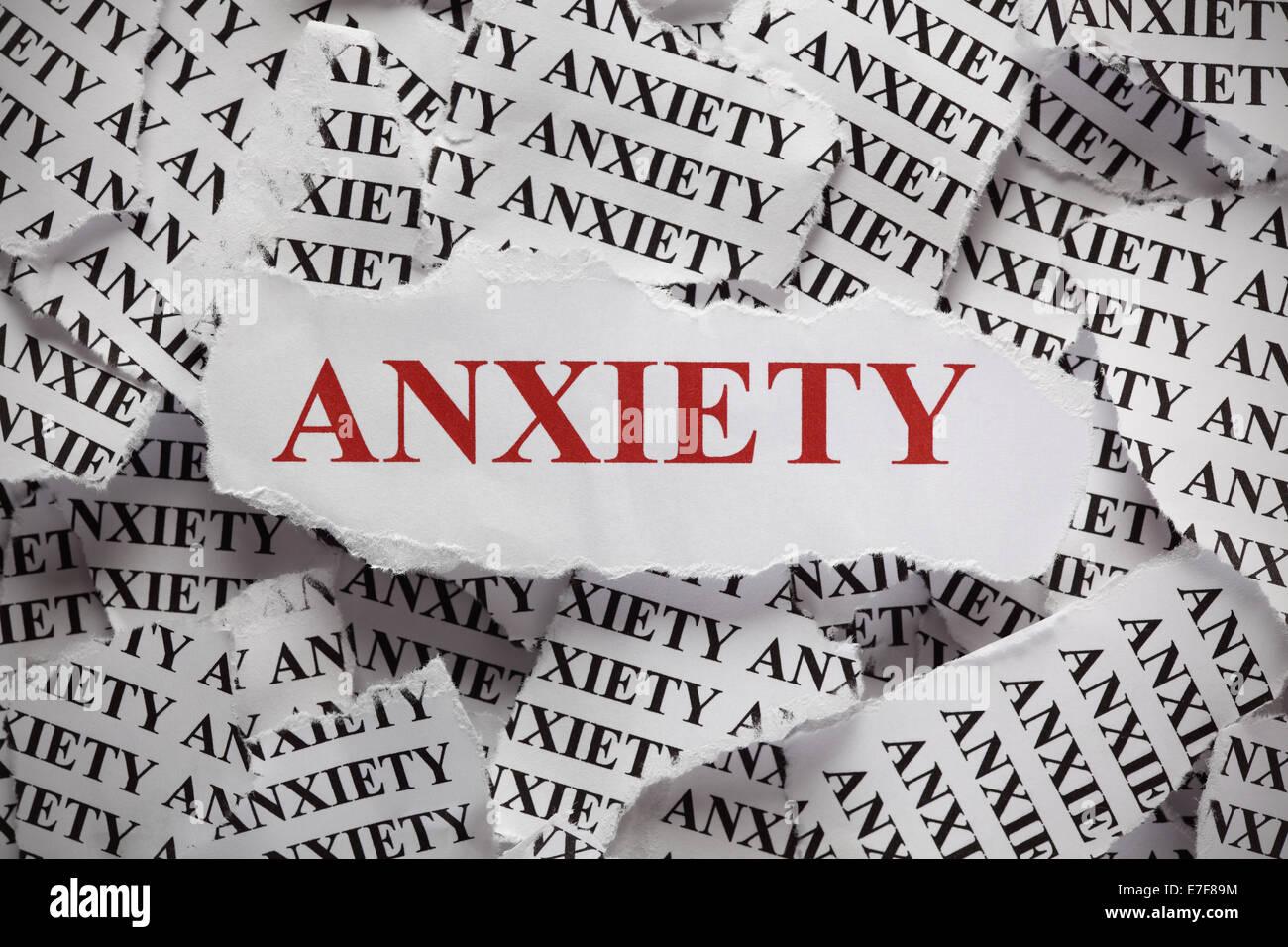 Morceaux de papier avec le mot 'anxiété'. Notion de droit. Libre. Photo Stock