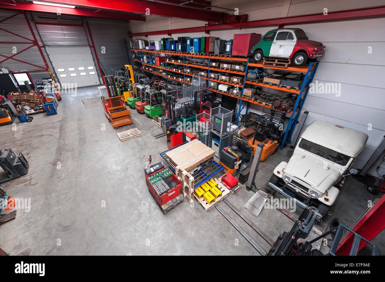 Portrait de machines dans l'entrepôt Photo Stock