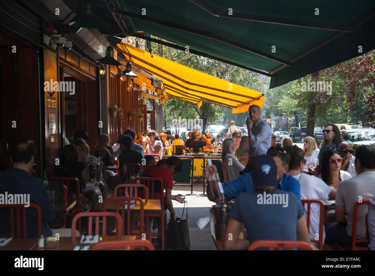 Restaurant al fresco brunch du dimanche Photo Stock