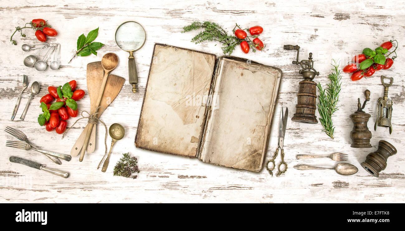 Ancien Livre De Cuisine Avec Des Legumes Des Herbes Et Des