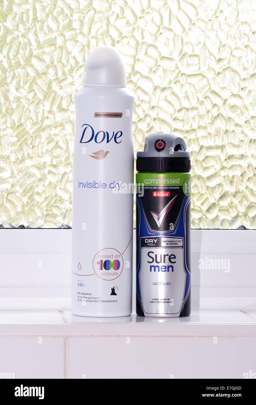 Les femelles et mâles Sprays Anti transpirant . Colombe et assurer que les produits Photo Stock