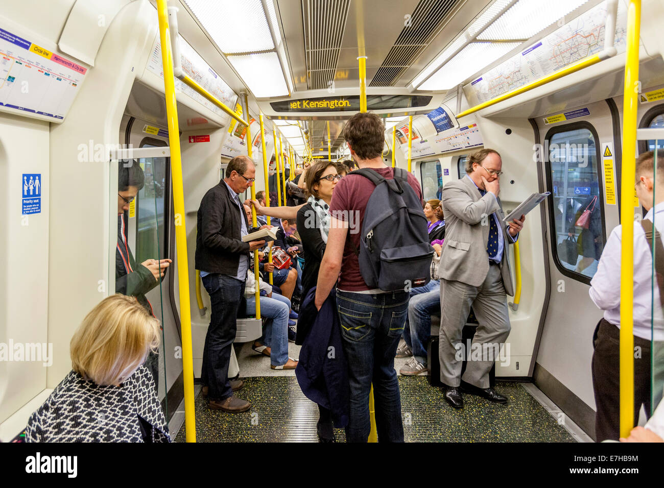 Un train du métro de Londres, Londres, Angleterre Photo Stock