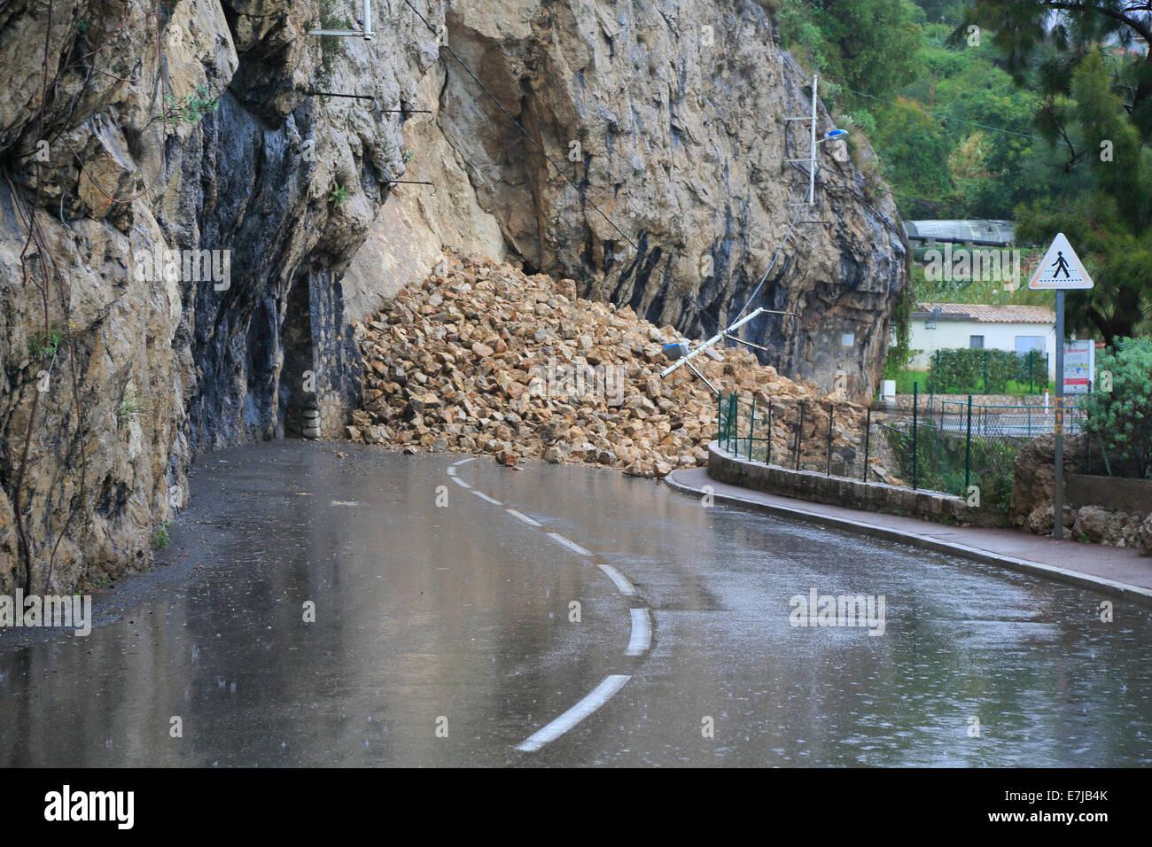 Après de fortes chutes de pluies sur la route entre Monaco et Roquebrune Cap Martin, Région Provence-Alpes Photo Stock