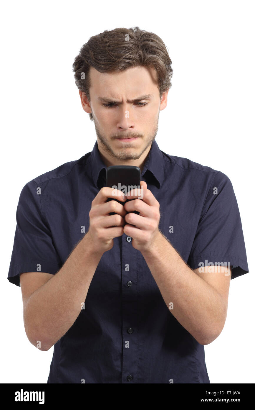 Jeune homme obsédé par son smart phone isolé sur fond blanc Photo Stock