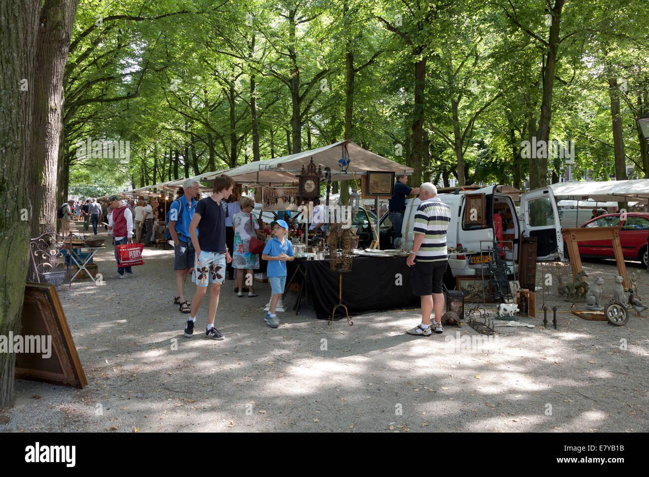 Dimanche traditionnel marché d'antiquités à la lange Voorhout, à la Haye, Pays-Bas Photo Stock
