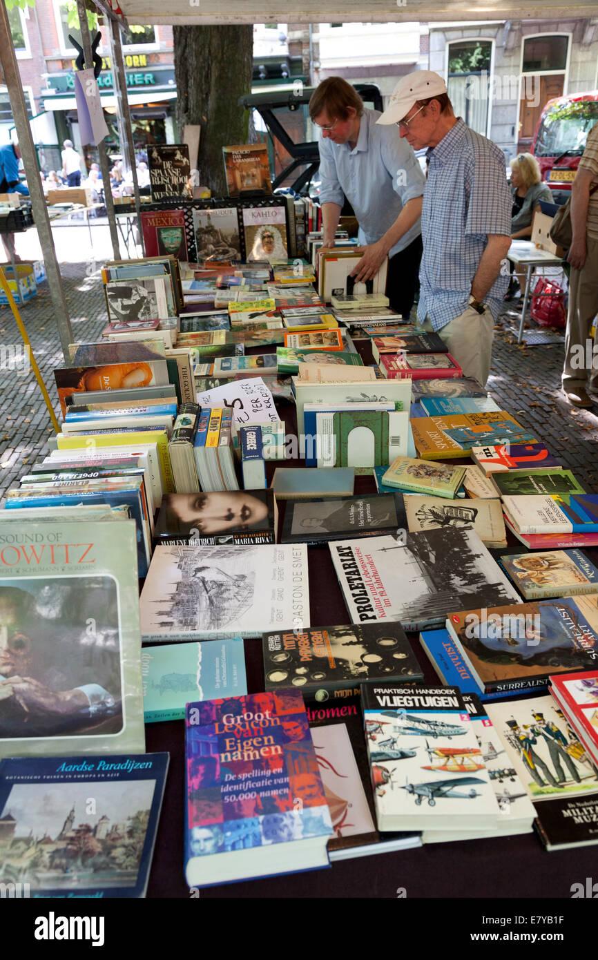 Marché du livre traditionnel du dimanche à la lange Voorhout, à la Haye, Pays-Bas Photo Stock