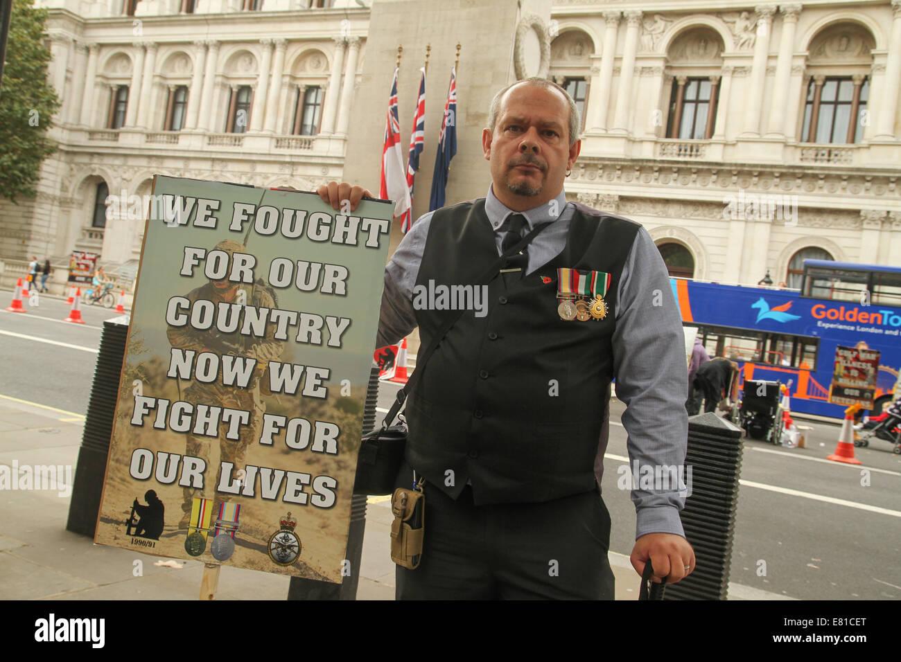 gay uniforme datant du Royaume-Uni questions stupide site de rencontres
