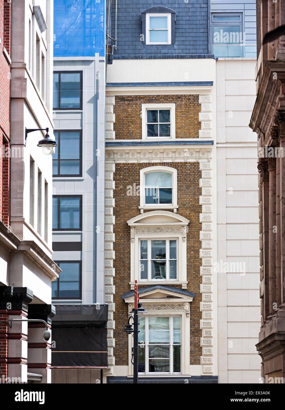 Bâtiments contraste des couleurs à Londres Banque D'Images
