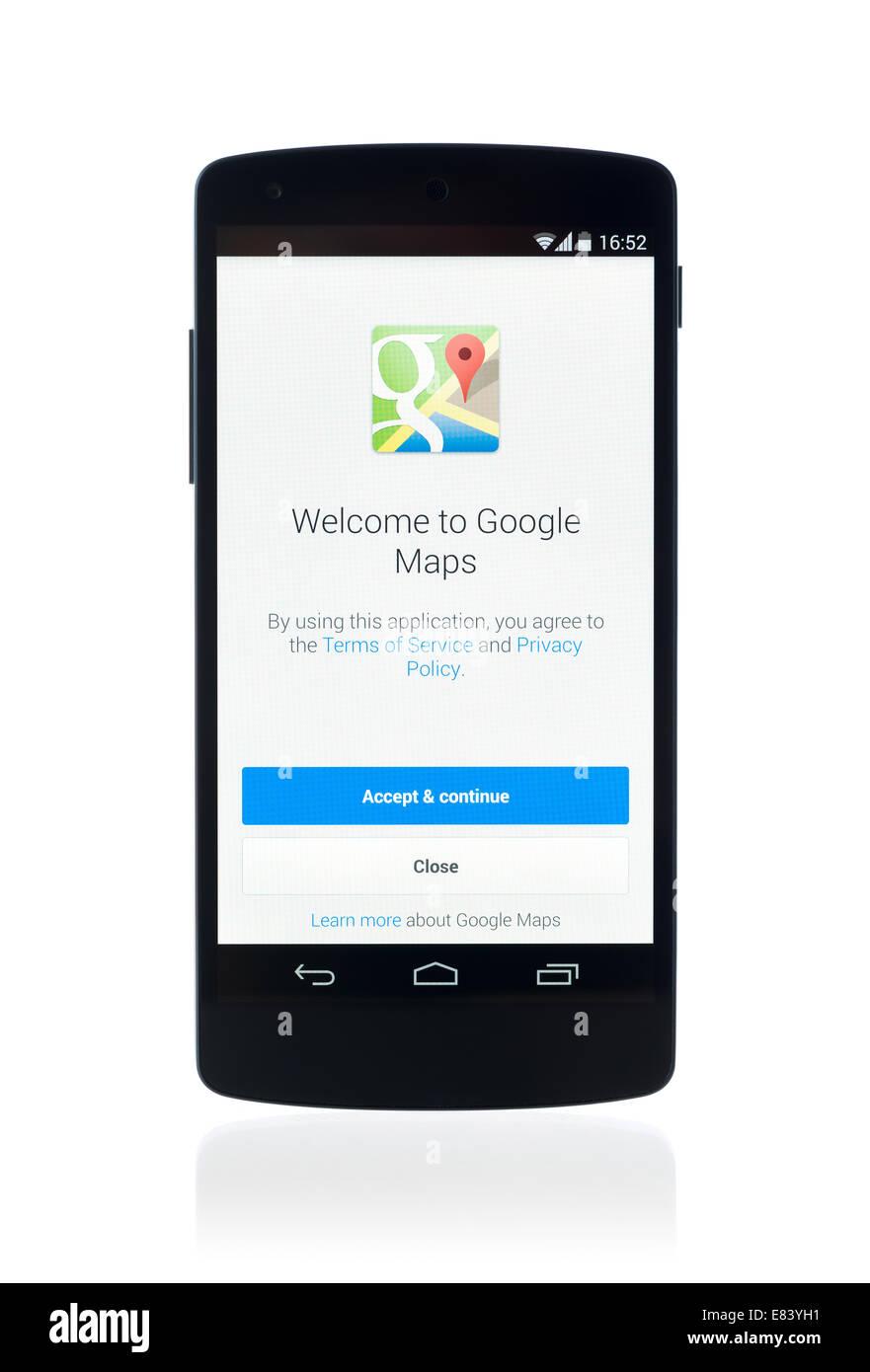 Studio shot of tout nouveau Google Nexus 5, propulsé par Android 4.4, version avec Google Maps application sur un Banque D'Images