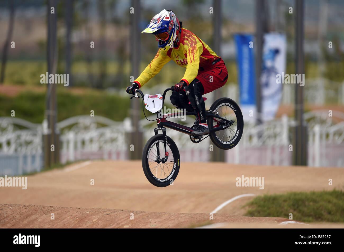 Incheon, Corée du Sud. 06Th Oct, 2014. Lu Yan de la concurrence de la Chine au cours de la féministe motos Photo Stock