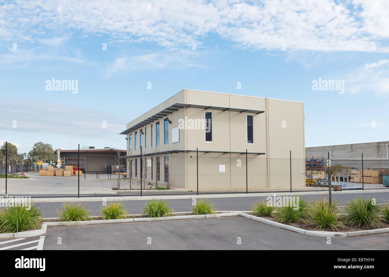 Immeuble de bureaux modernes à l entrepôt industriel et l atelier