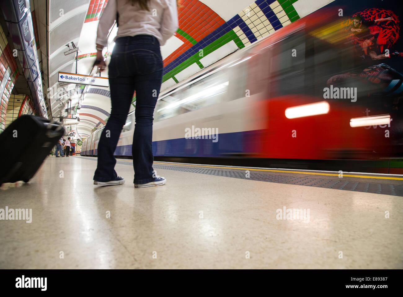 Système de métro de Londres a ouvert ses portes en 1863-11 avec les lignes 270 et 250 stations de milles Photo Stock
