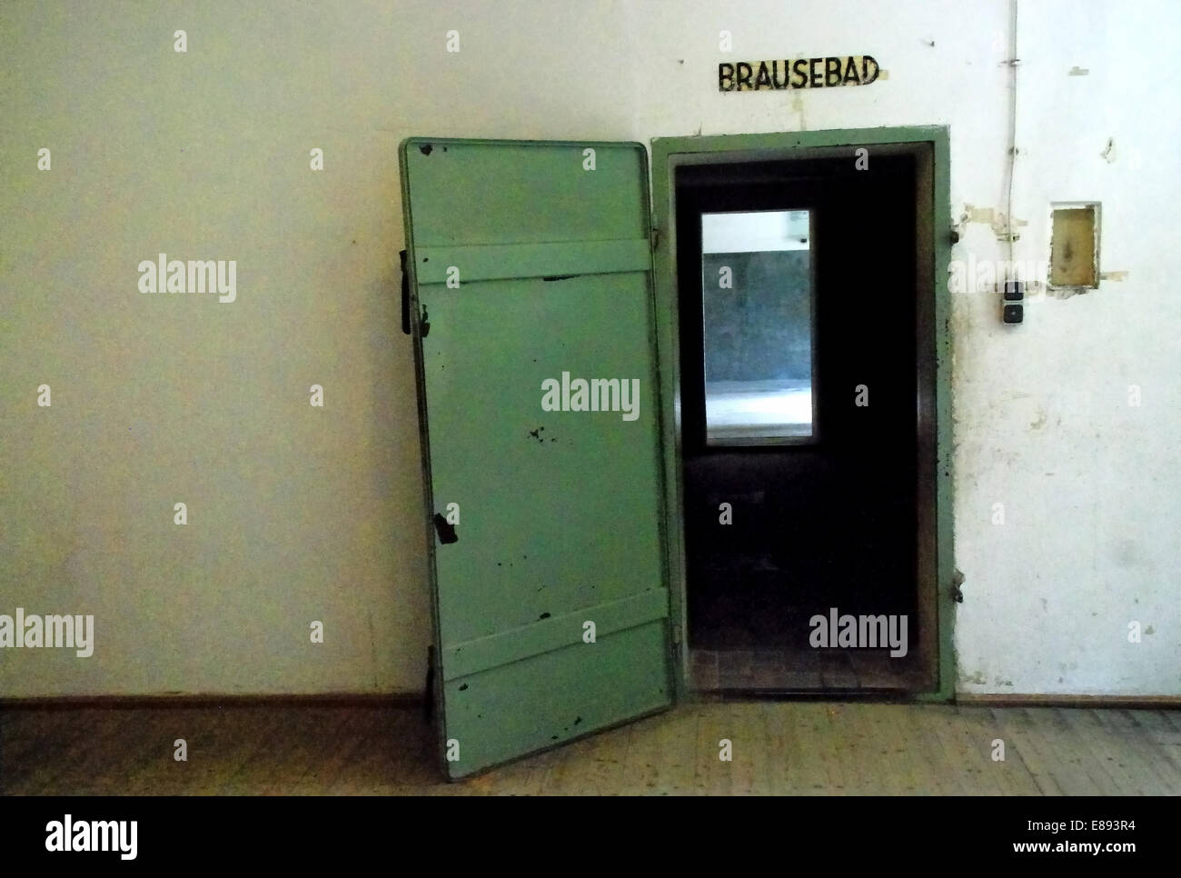 L\'Allemagne, le camp de concentration de Dachau. La porte à l\'Ziclon ...