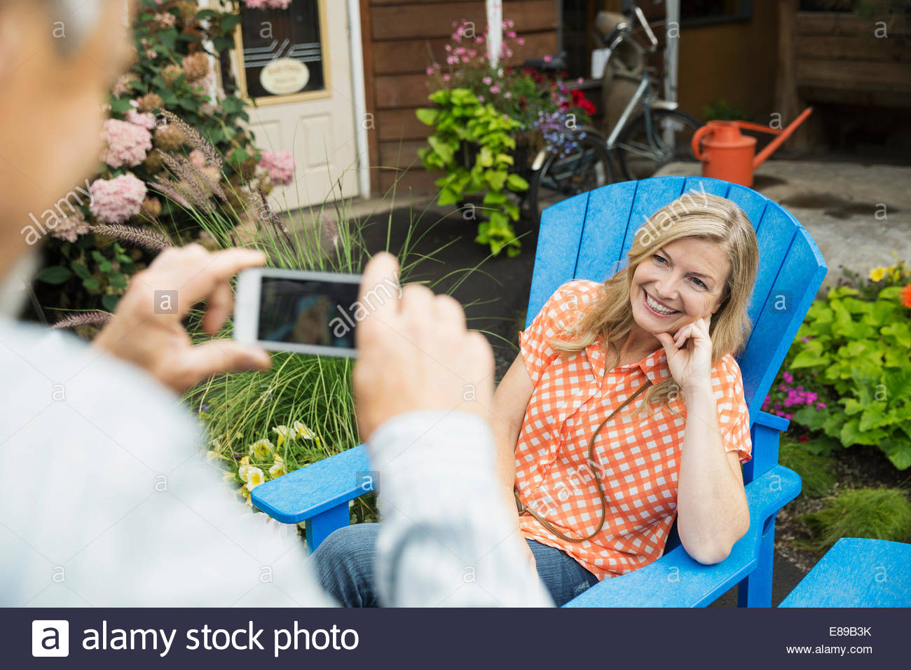 Man photographing woman with cell phone Photo Stock