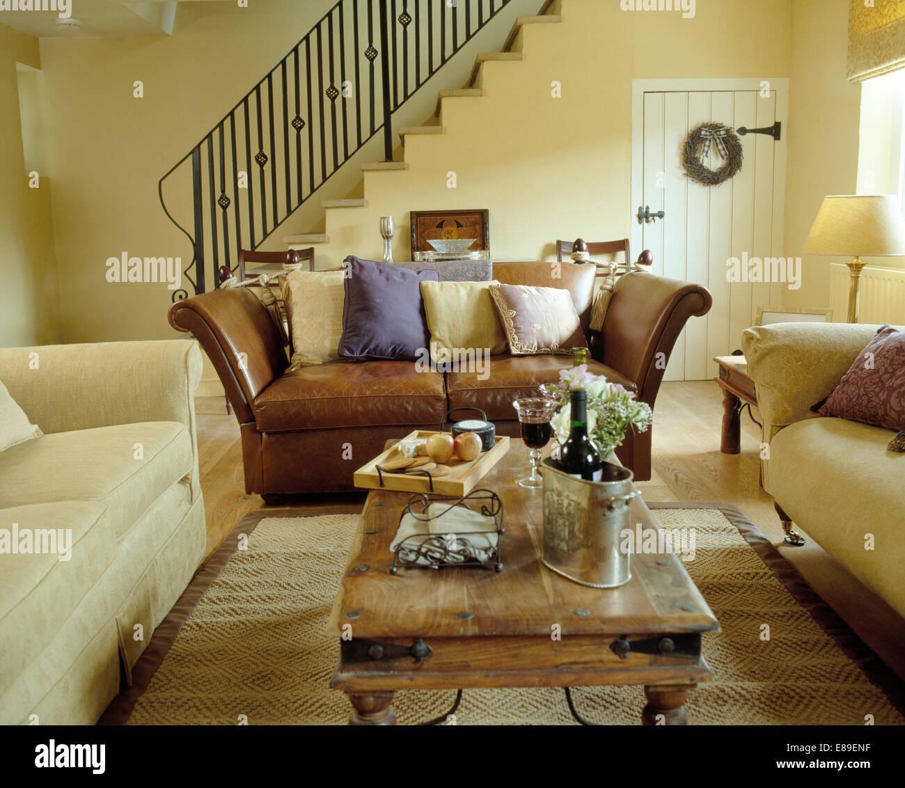 autour d un canape interesting manuel canovas comment bien d corer autour du canap salon canap. Black Bedroom Furniture Sets. Home Design Ideas
