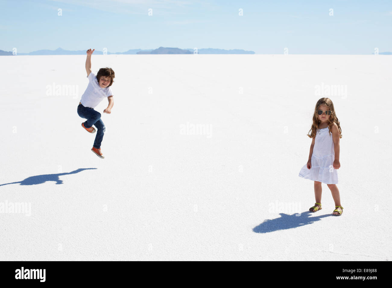 Enfants à la Bonneville Salt Flats Photo Stock