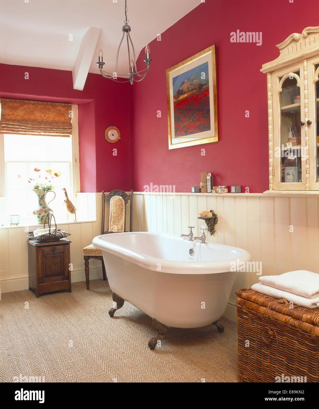 couvercle cylindrique en baignoire salle de bains rose fonc avec rainure languette cr me de. Black Bedroom Furniture Sets. Home Design Ideas