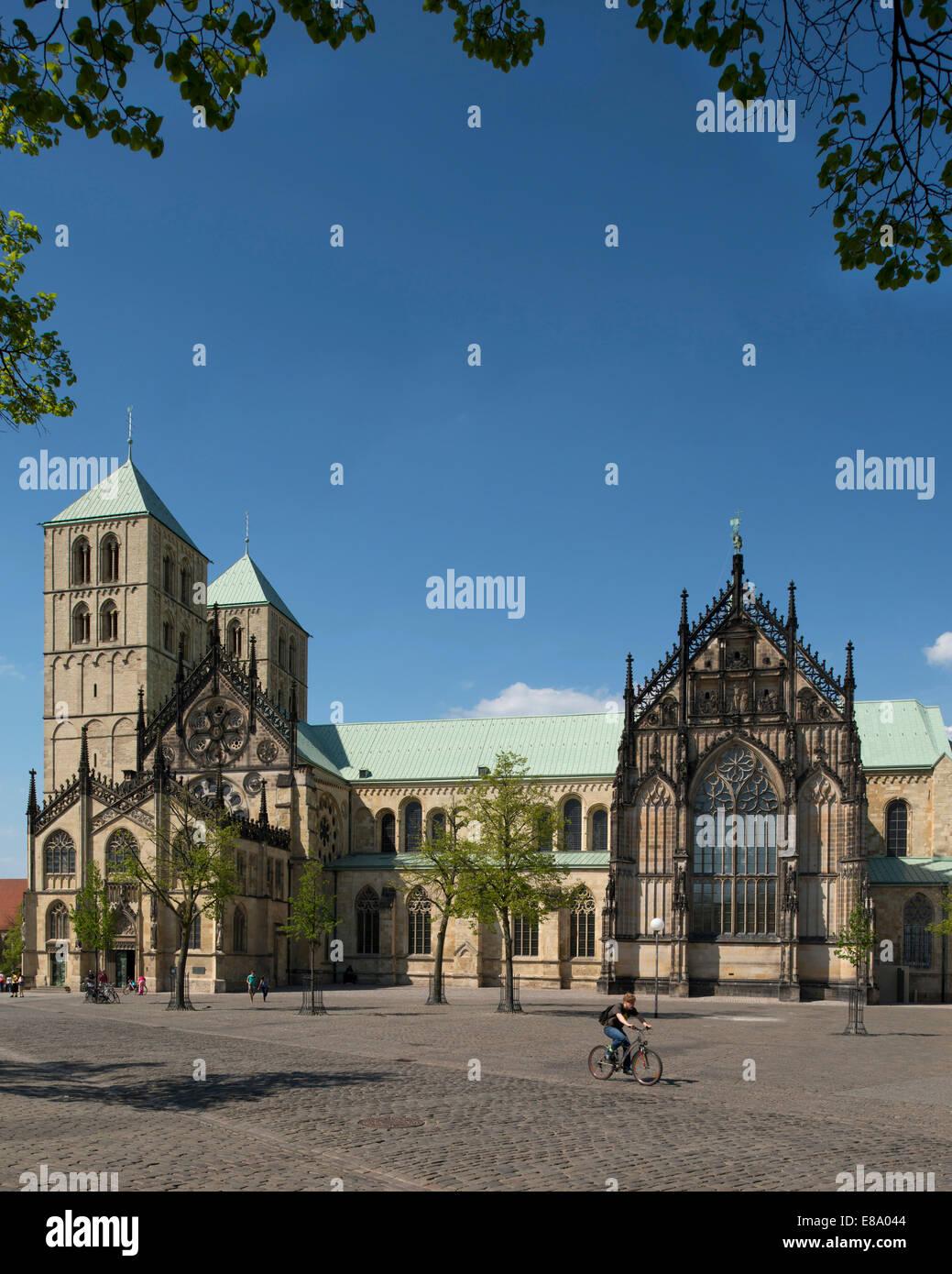 Le sud de l'avant vers l'Domplatz place de la cathédrale, la cathédrale de Münster, Münster, Photo Stock