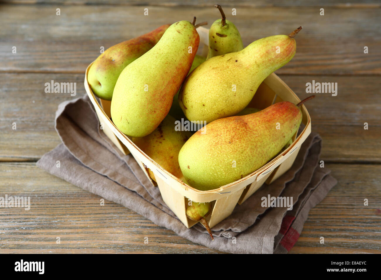 Les poires dans un tiroir, nourriture délicieuse Photo Stock