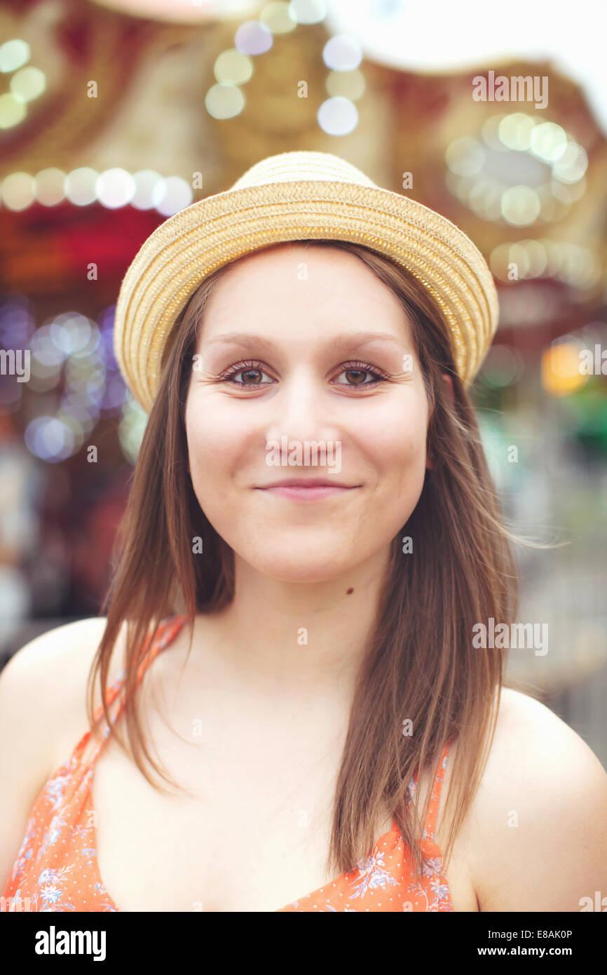 Femme au chapeau de paille Photo Stock